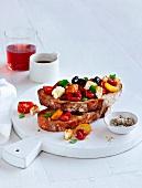 Crostini mit Tomaten und Feta