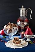 Panforte, Birnen, Kerze und Tee (Italien)