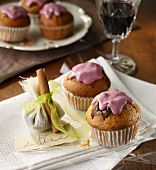 Muffins with mulled wine icing