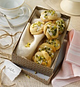 Lime biscuits with pistachios