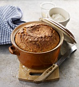 Quark bread baked in a pot