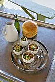 Couscoussalat mit Gemüse und Zitronenconfit, Fladenbrot, Olivenöl (Tunesien)