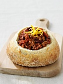 Chilli con carne in hollowed-out bread