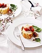 Ziegenkäse-Roulade mit Tomatensalat