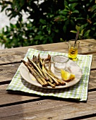 Smoked asparagus with lemon