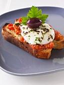 Bruschetta mit Mozzarella und Olive