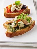 Crostini ai frutti di mare (toasted slices of bread with seafood)
