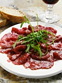 Carpaccio con la rucola (raw beef with rocket)