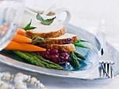 Putenbrust mit Cranberrykompott und Gemüse