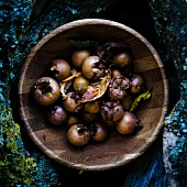 Medlars in a wooden bowl (view from above)