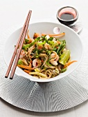 Noodle salad with prawns, vegetables and limes (Asia)