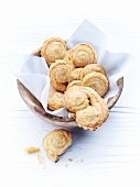 Palmiers in a wooden bowl