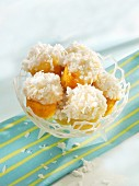 Muffins with vanilla buttercream and grated coconut