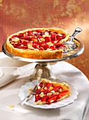 Strawberry and vanilla flan with sliced almonds