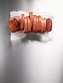 Leberkäse in Scheiben geschnitten (Aufsicht)