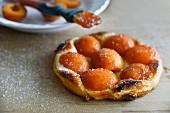 Apricot tarte tatin with sugar