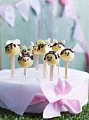 Cake pops shaped like bees