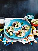 Mini-Tacos mit Guacamole und Krebsfleisch
