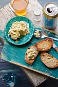 Toasted slices of bread with artichoke & olive dip, served with beer