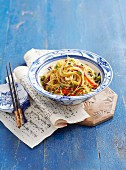 Fried rice noodles with peppers and beansprouts (Asia)