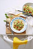 Fettuccini mit Ziegenkäse-Pesto und Tomaten