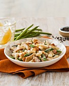 Pasta with chicken, green beans and bacon