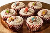 Glutenfreie und vegane Cupcakes mit Lebkuchenmännchen