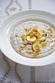 Porridge with sultanas and bananas