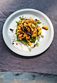 Green bean salad with fried mussels