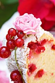 Bundt cake with redcurrants and rose decorations (close-up)