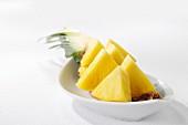 Frische Ananas, in Stücke geschnitten