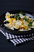 Farfalle salad with peppers, olives and parmesan