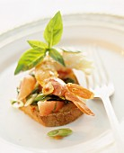 Crostini with prawn, tomatoes and spring onions