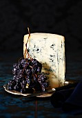 Blue cheese with dried grapes