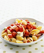 Pasta shells with tomatoes, onions and feta
