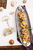 Crostini with mushrooms and cheddar