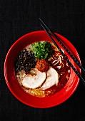 Pork with ramen noodles and vegetables (Japan)