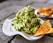 Guacamole with pita bread crisps
