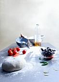 Hefeteig & Pizzazutaten auf Küchenarbeitsplatte