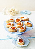 Puff pastries filled with apricot halves
