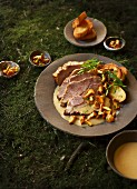 Fennel roast pork with chanterelles and toasted bread