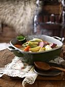 Gemüseeintopf mit Lauch und Wurst