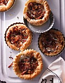 Tartlets with Tyrolean ham and goat's cheese
