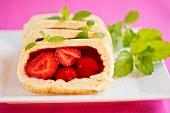 Biskuitrolle mit Erdbeergelee