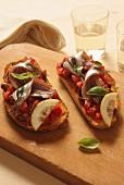 Crostini pomodoro e acciuga (Röstbrot mit Tomate & Sardelle)