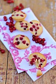 Fairy cakes with redcurrants