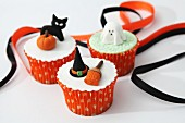Halloween cupcakes with fondant icing decorations