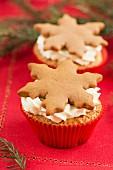 Weihnachts-Cupcakes mit Lebkuchenschneeflocken