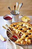 Apfelkuchen mit Kornelkirschen-Kompott