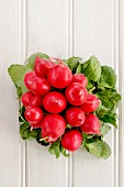 A bunch of radishes (view from above)